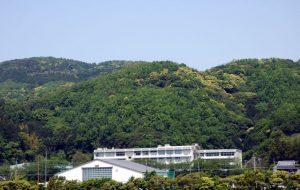 田舎の学校、山の中の校舎