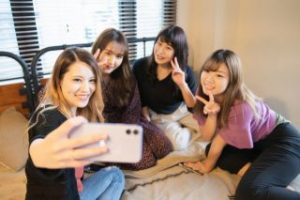 ガールズトーク、女子の集団