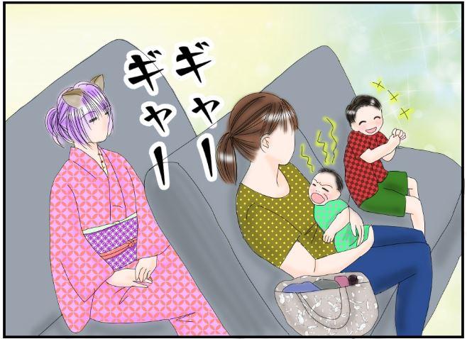 電車の中で泣く赤ちゃん