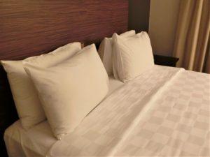 枕、まくら、寝室、ベッド、寝る
