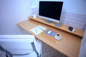 パソコン、デスク、椅子、リモートワーク、テレワーク、仕事