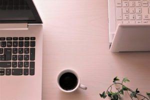 ノートパソコン、珈琲、コーヒー、パソコン2台